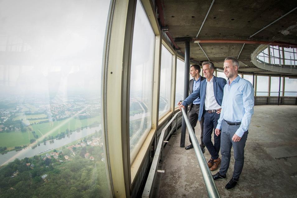 Sie wollen den Dresdner Fernsehturm wiedereröffnen: Robin Wenzel, Etat Director bei Avantgarde, Carsten Dietmann, Geschäftsführer DDV-Mediengruppe, und Lars Knüpfer, Geschäftsführer Dresden Information (v.r.).