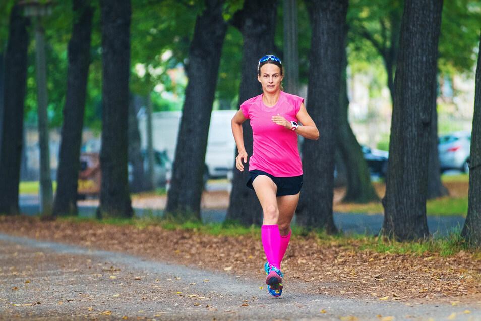Katja von der Burg rennt normalerweise Marathon, doch das Coronavirus warf sie aus der Bahn.
