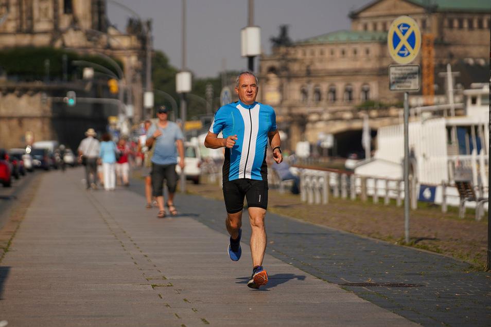 Bevor er seinen Arbeitstag beginnt, joggt Peter Hilbert noch eine Runde durch die Altstadt.