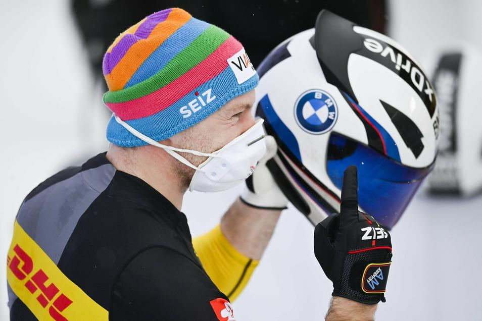 Der Daumen nach oben ist die Dauergeste des Dauersiegers. In dieser Saison hat der Pirnaer Francesco Friedrich elf von zwölf Weltcup-Rennen gewonnen.