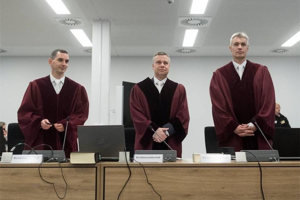 Die Vertreter der Bundesanwaltschaft, rechts Oberstaatsanwalt Dr. Jörn Hauschild.