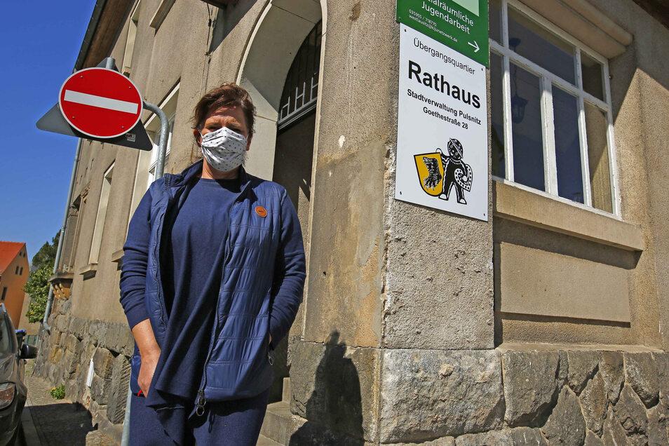 Im Pulsnitzer Rathaus haben sich mehrere Angestellte mit Corona infiziert. Chefsekretärin Christiane Steffen wurde noch nicht positiv getestet.