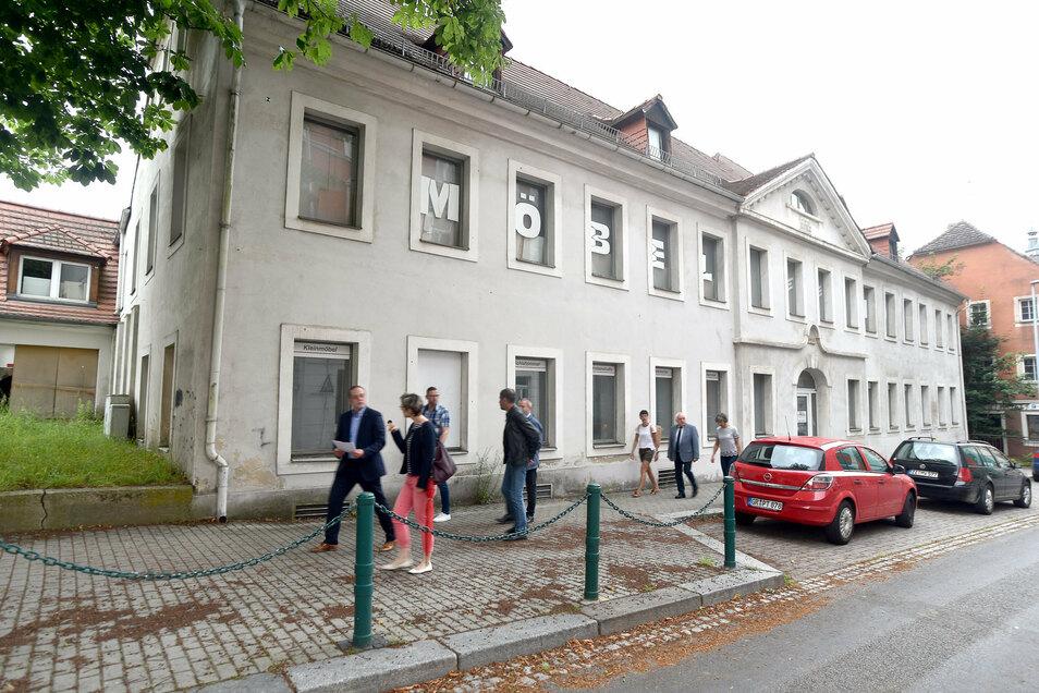 """Einst war es Gasthaus und Hotel """"Lamm"""", dann lange Möbelhaus und bald gehört das Haus zum neuen Edeka."""